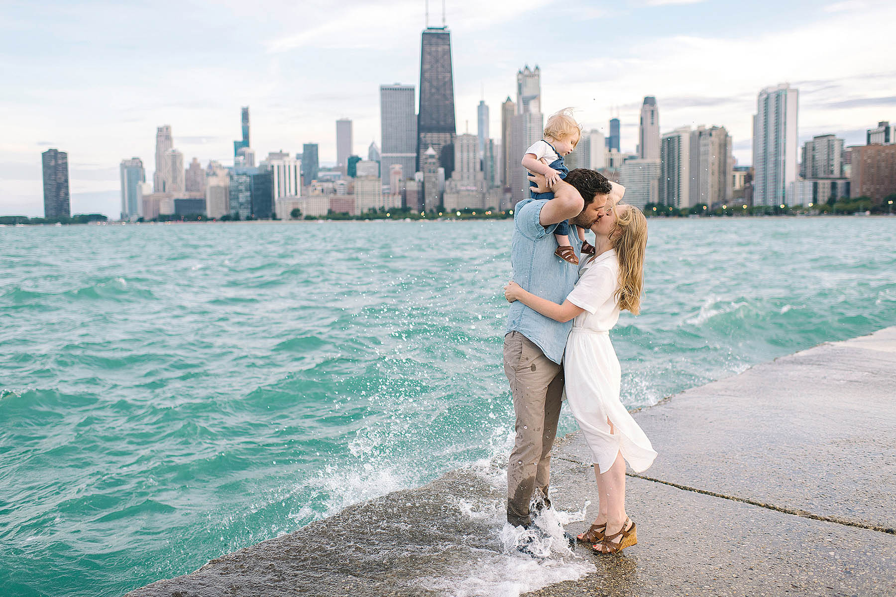 chicago-family-photographer-skyline-beach
